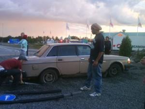 Bil i rondell